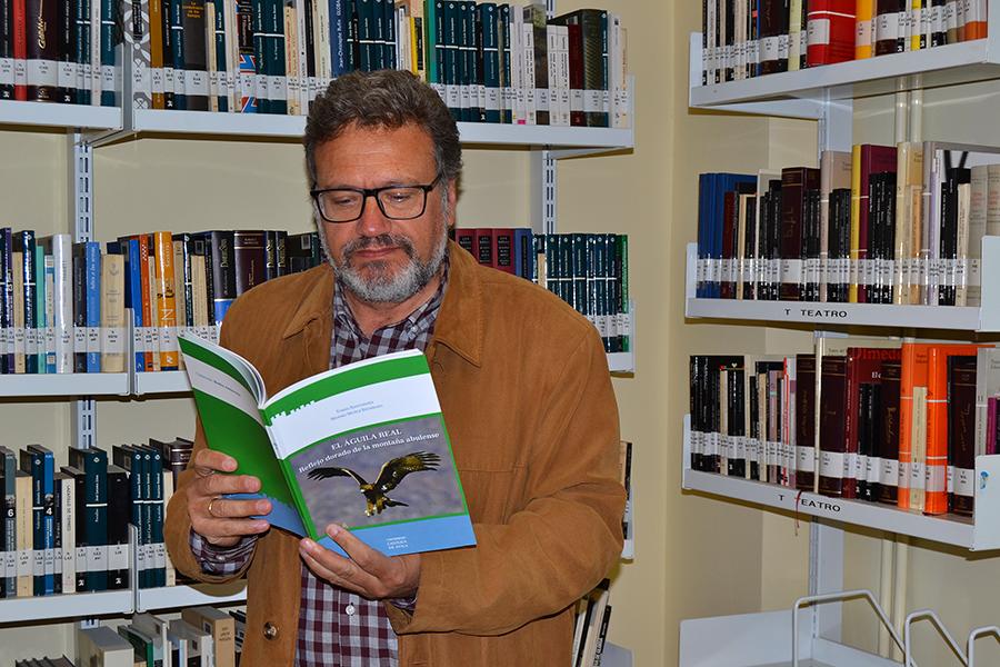 El profesor de la UCAV Tomás Santamaría publica un libro sobre el águila real