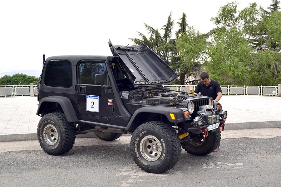Un alumno de Ingeniería Mecánica de la UCAV prepara un Jeep Wrlangler para el Campeonato de 4x4 extremo de Castilla y León