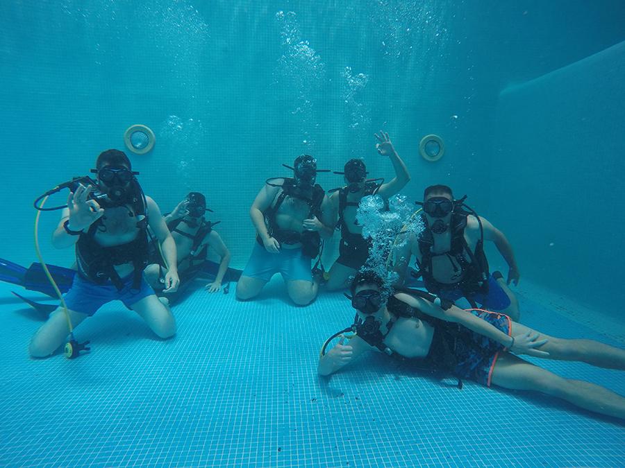 Los alumnos del Título de Experto en Defensa y Conservación en la Naturaleza realizan labores de conservación en el Aula del Mar de Málaga