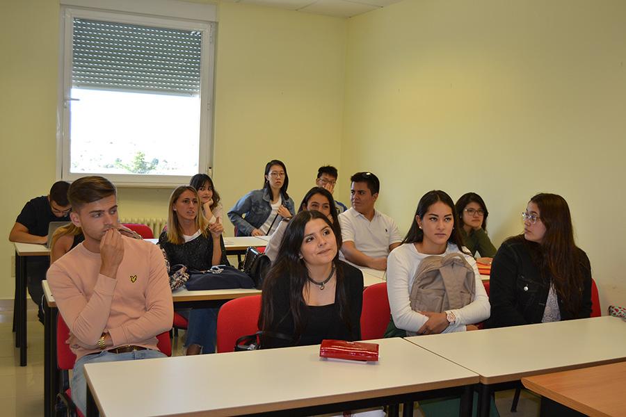 La UCAV recibe a alumnos internacionales de 8 nacionalidades