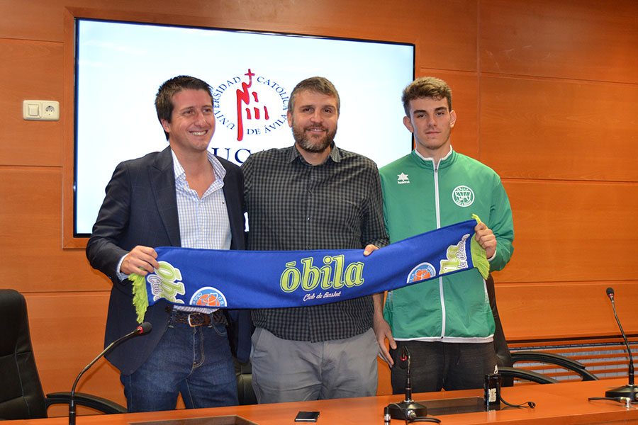 La UCAV y el Óbila presentan a Iván Sánchez como nuevo jugador del club