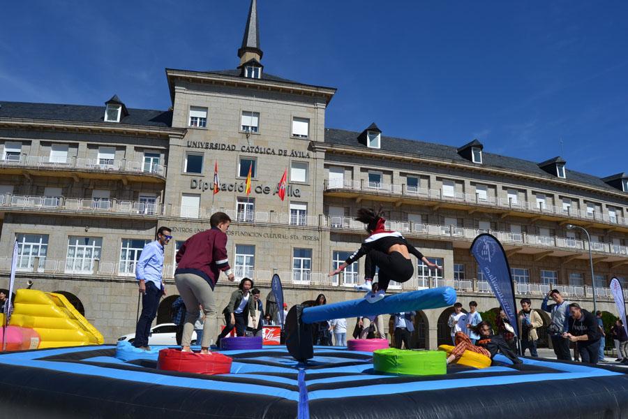 La UCAV da la bienvenida a sus alumnos presenciales con una fiesta llena de actividades