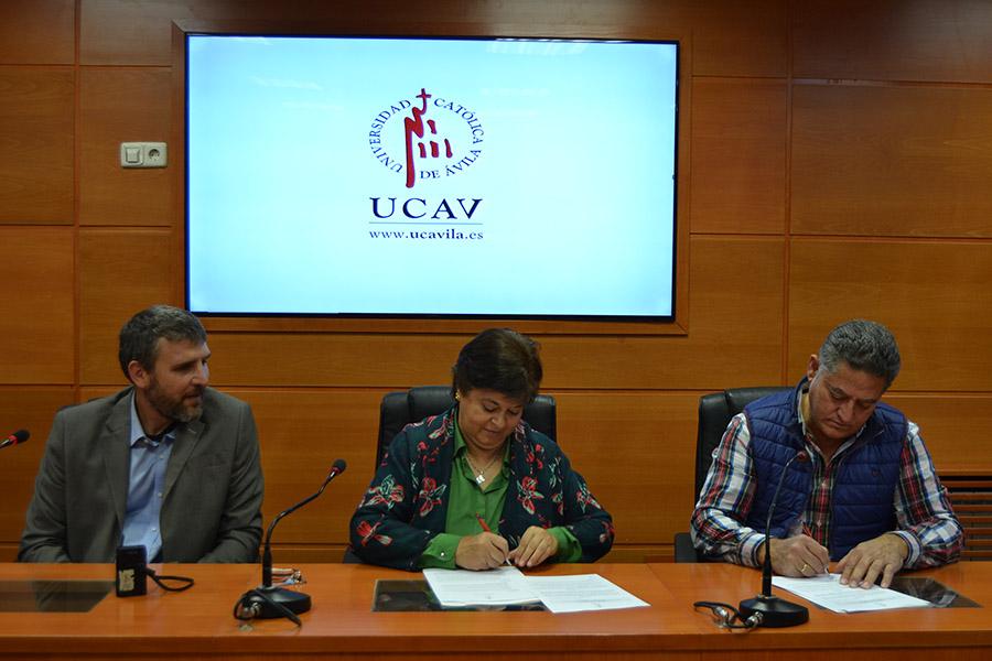 La UCAV firma un convenio de colaboración con el Club Deportivo Arévalo C.F.