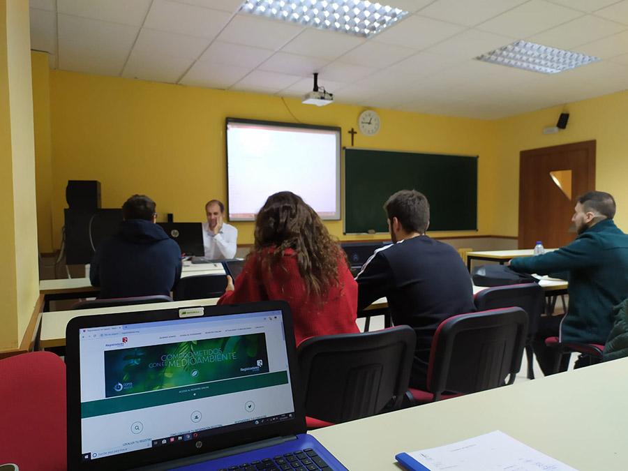 El aula de práctica jurídica de la UCAV continúa con su formación permanente