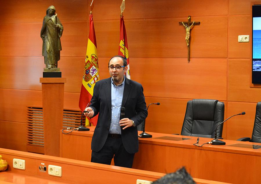 La UCAV presenta a Dr. Luis Miguel Garay, director de Digitalización y Experiencia cliente de Telefónica como coordinador externo de los másteres de su escuela de negocios