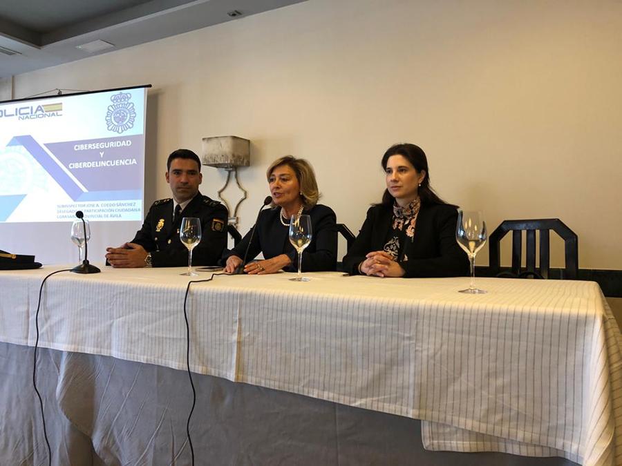 La Asociación de Amigos de la UCAV celebra una conferencia sobre ciberseguridad y ciberdelincuencia