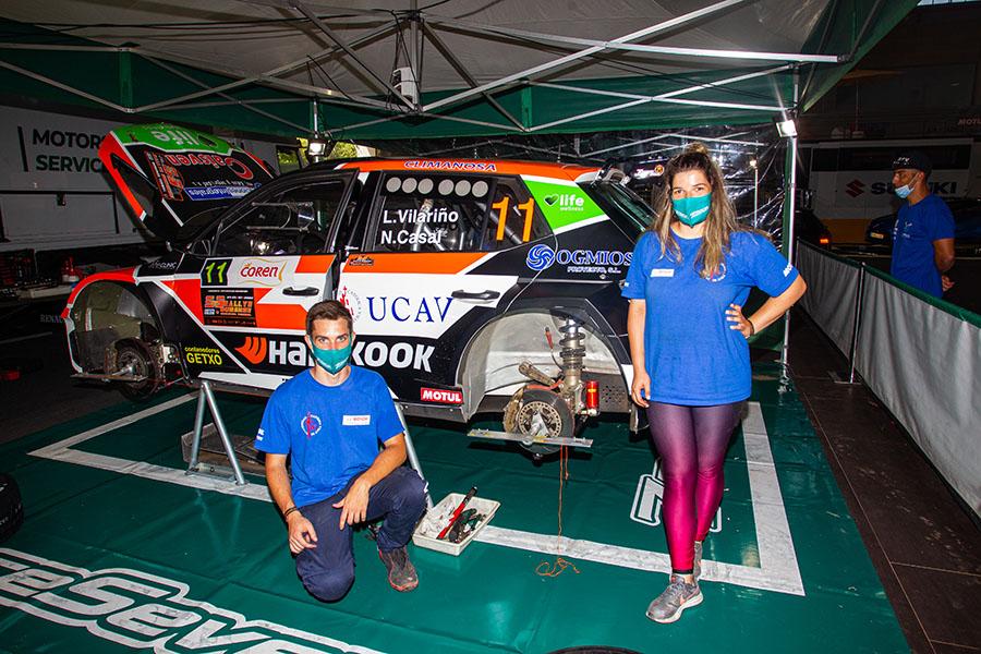 Los alumnos del UCAV Racing trabajan para el Race Seven en la segunda prueba del CERA, el 51 Rally de Ferrol