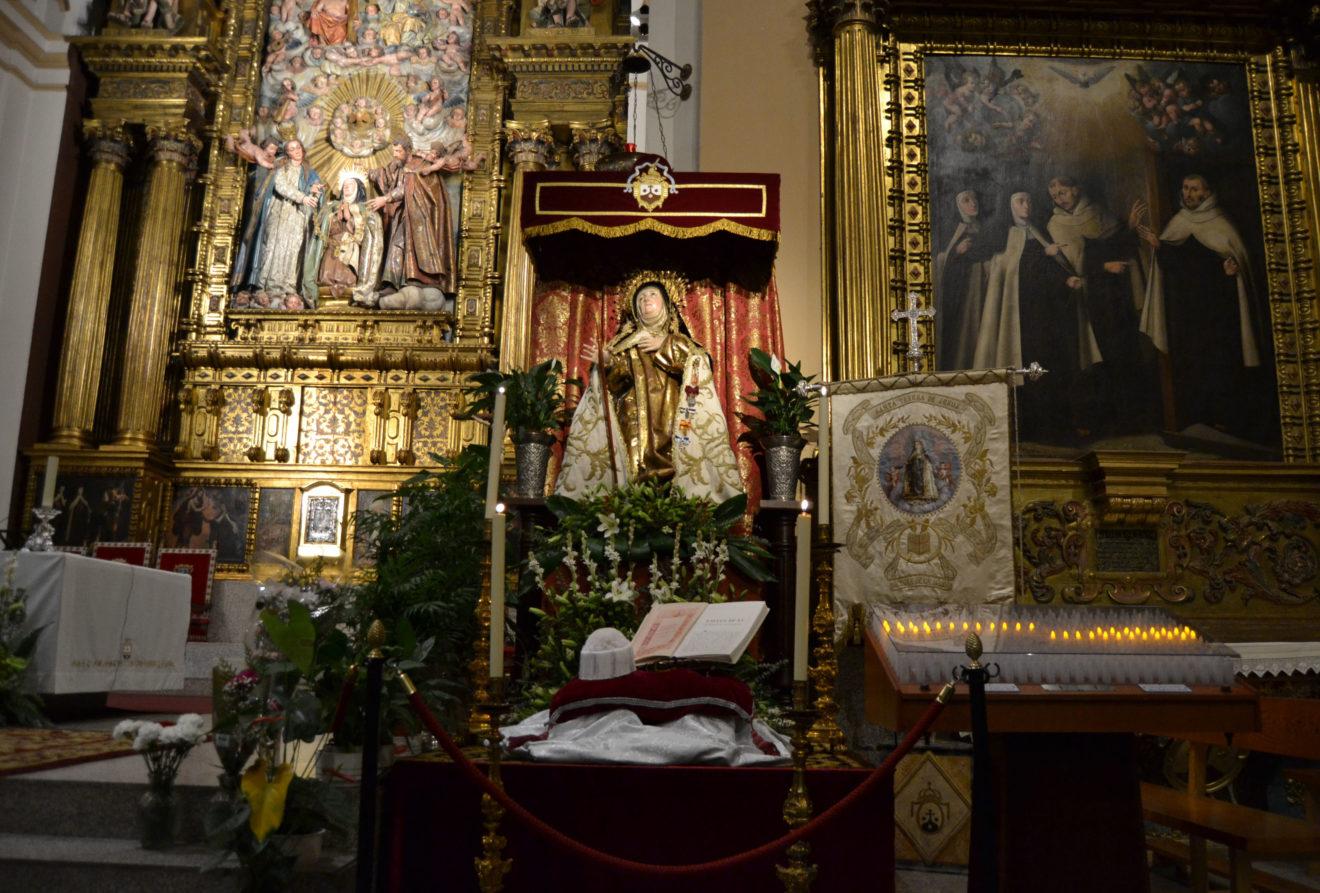 La UCAV hace entrega del Birrete de Honor a Santa Teresa de Jesús con ocasión del 50 aniversario de su proclamación como Doctora de la Iglesia