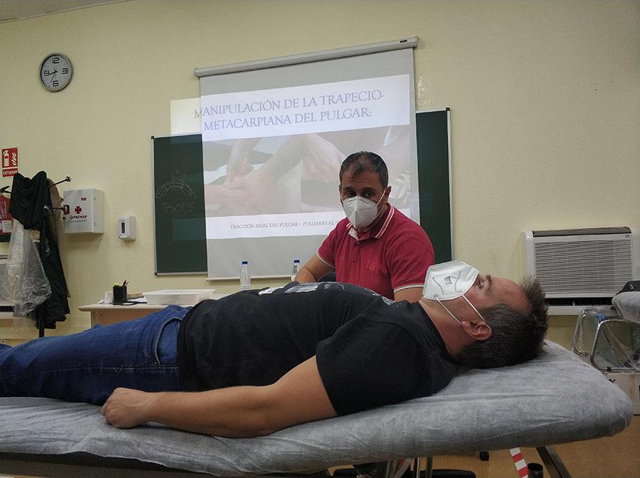 Alumnos del Máster Universitario en Terapia Manual del Sistema Musculoesquelético asisten a un seminario de Terapia manual de codo, mano y muñeca