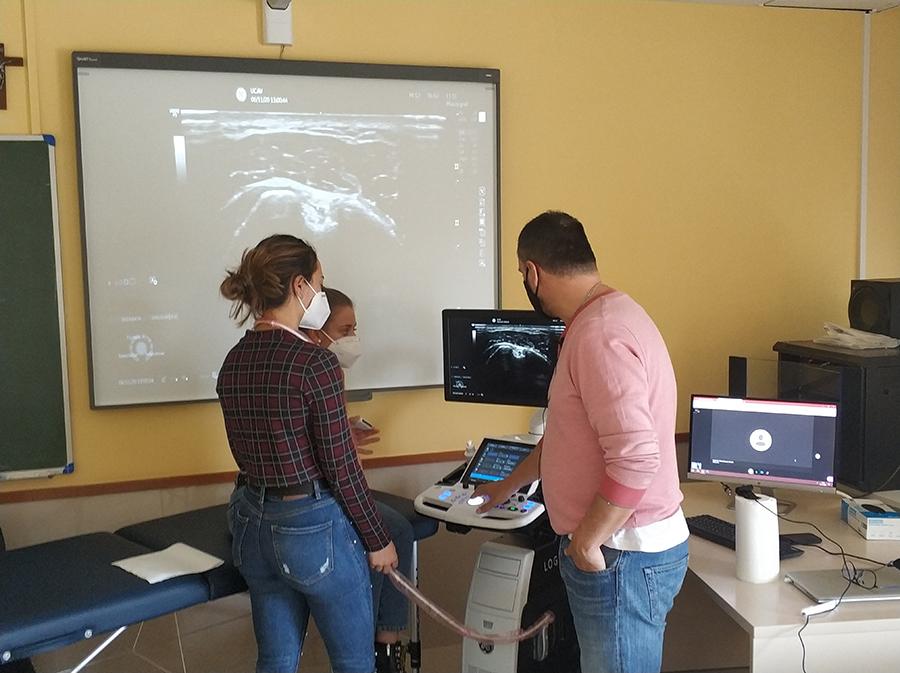 Los alumnos del Máster Universitario en Terapia Manual del Sistema Musculoesquelético de la UCAV se especializan con seminarios prácticos