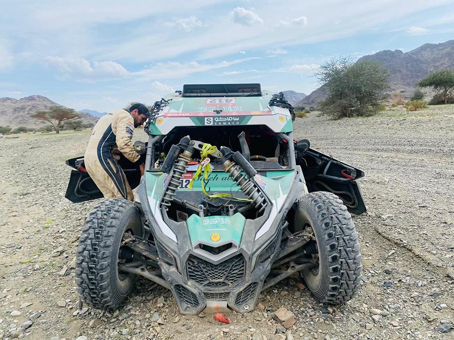 Oriol Vidal, alumno del UCAV Racing, y su compañero Saleh Alsaif no terminan el Dakar 2021