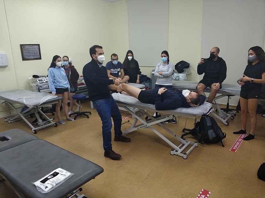 Los alumnos del Máster Universitario en Terapia Manual del Sistema Musculoesquelético de la UCAV se especializan en terapia manual en cadera y rodilla