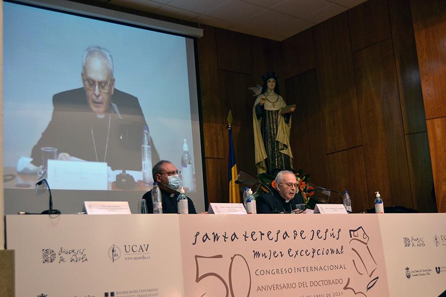 Aquilino Bocos muestra los rasgos comunes de la reforma que promueve el Papa Francisco y el proyecto de Santa Teresa