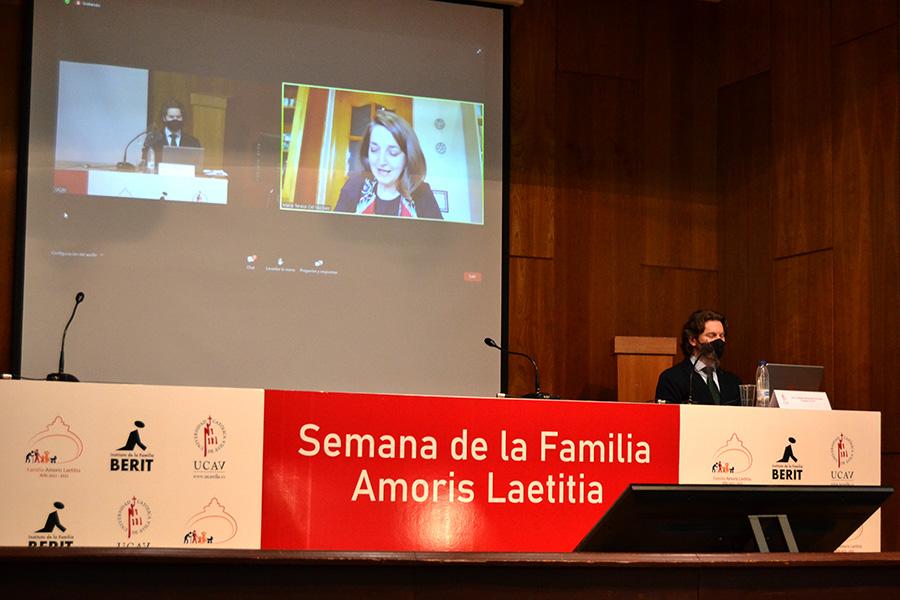 """Teresa Cid: """"El Papa Francisco muestra a la familia como un hospital de campaña en el que se cuida a las personas"""""""