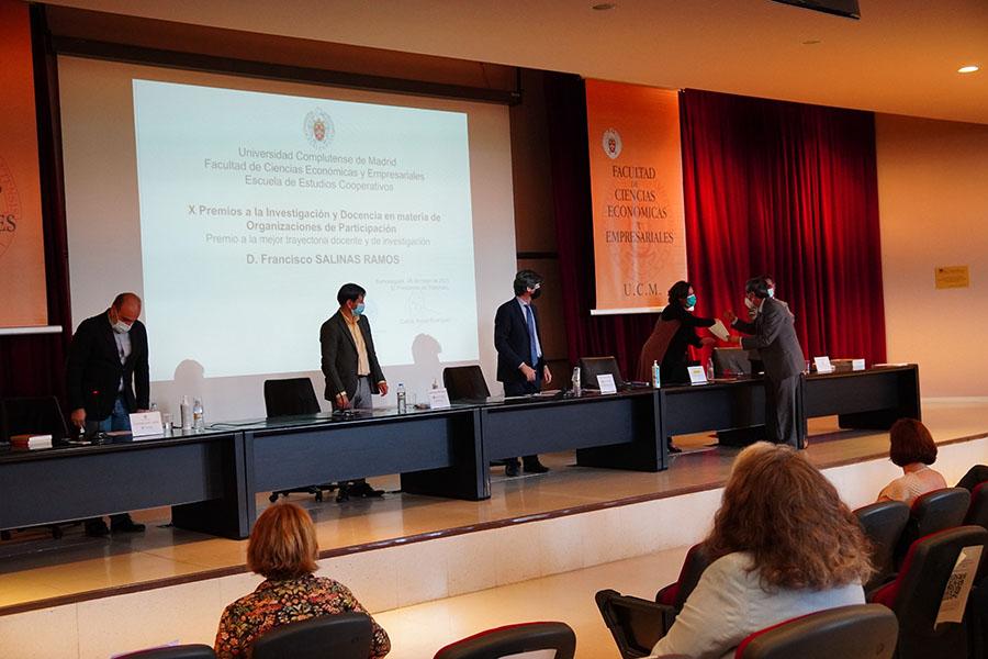 El profesor de la UCAV Francisco Salinas, Premio a la Mejor Trayectoria Docente y de Investigación