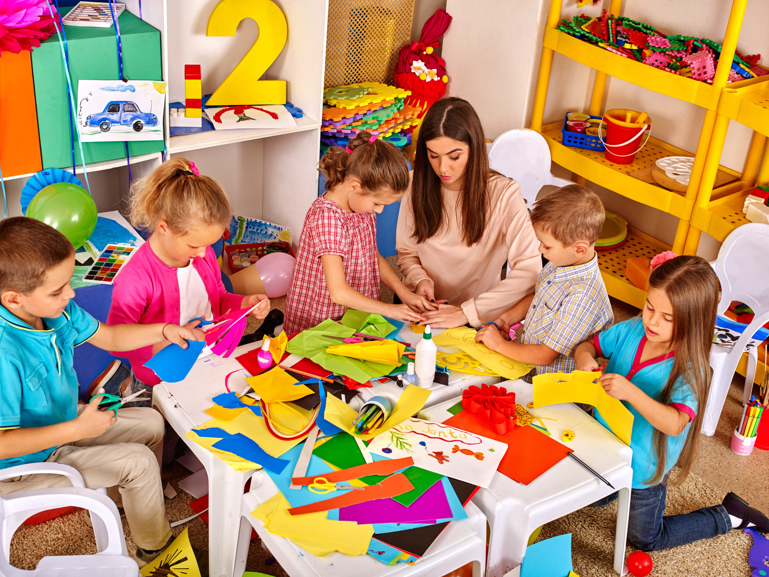 Group,Of,Children,With,Teacher,Woman,Learn,Painting,On,Paper