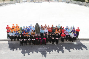 inauguracion-curso-25-aniversario-ucav-foto-familia-01